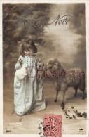 Petit Enfant En Robe De Nuit, Mouton, Lapin, Et Nounours - Little Child  Night Dress, Sheep,rabbit, And Teddy Bear - Noël