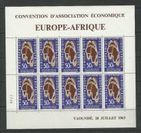 Gabon: PA 18 **  En Feuillet - Gabon (1960-...)