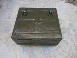ORIGINAL US ARMY WWII BC 1000 SCR 300 RADIO BATTERY CASE - Radios