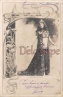Artiste -  COURTENAY - Cadre Art Nouveau - Reutlinger - French Actress 1904 - Costume De Scène - Dos Précurseur - Artistes