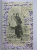 22 - FEMME DE MARIN DU PAYS GOËLLO (PAIMPOL, TREGUIER, LANNION) - AVEC ENFANT - DOS SIMPLE - 1902 - France
