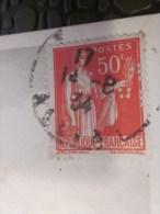 Lettre Avec Timbre Perfore Perforé Perfin Perfins Type La Paix Sur Carte Postale De Vichy Façade De L'église - Perforadas