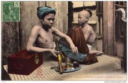 INDOCHINE - TONKIN - FUMEUR D´OPIUM PREPARANT LA PIPE - Viêt-Nam