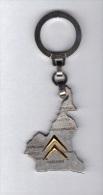 Porte Clefs: Carte Du Cameroun, Citroen, H. De Suares, D' Almeyda & Cie, Yaounde, Duseaux (14-518) - Sleutelhangers