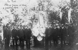 La RÖE La Rôe Carte Photo Superbe Visuel De La Fête De Jeanne D Arc Le 8 Octobre 1911 Très Animée TOP - France