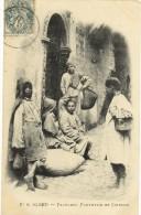 Alger  Yaouleds Portefaix Et Cireurs    A. Vollenweider  Dos Divisé (scans Recto/verso) - Alger