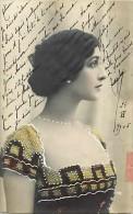 Artistes - Ref A557-  Cavalieri - Carte Systeme  Cheveux Et Robe En Relief  - Carte Bon Etat - - Artisti