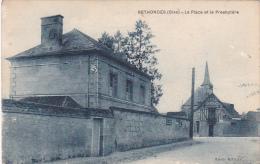 22427 -2cpa RETHONDES LA PLACE ET LE PRESBYTERE.  Ed Hemon, Deux Tirages Différents -bleu -sepia - Rethondes