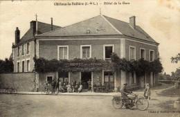Château La Vallière...très Animée Devant  L Hôtel De La Gare..A. Tourde ...moto Vélo Superbe Visuel - Autres Communes
