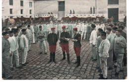 CPA CAVALERIE DE DRAGONS LE RAPPORT 1910 MILITAIRES SOLDATS ARMEE CASERNE - Regimenten