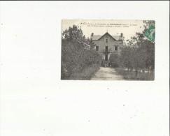 Fontgombaud  36    Ecole Pratique De Colonisation _Le Chalet Cour Animée (Asile De Fillettes Infirmes-Anormales Arrièrée - France