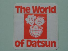 The World Of DATSUN ( +/- 9 / 9 Cm - Zie Details Foto ) ! - Autocollants