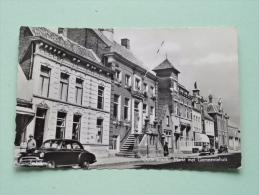 Oudenbosch - Markt Met Gemeentehuis ( H. Burgers ) Anno 1960 ( Zie Foto Voor Details ) !! - Pays-Bas