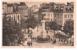 CPA LORIENT MORBIHAN PLACE BISSON MONUMENT BUS ANIMATION - Lorient