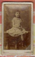 Photo CDV Fillette Enfant En Robe Photographe Vassogne 95 Cours D´Orléans Charleville Scan R/V - Personnes Anonymes