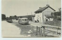 MASSANGIS (chemins De Fer De L´Yonne) -  La Gare, Autorail. (photo Laurent Format Carte Ancienne) - Stations With Trains