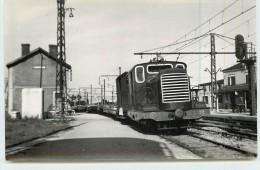 LAROCHE  (chemins De Fer De L´Yonne) -  Départ D'un Train De Marchandise  ( Photo Format Carte Ancienne) - Stations With Trains
