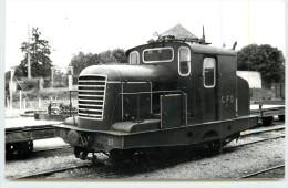 CHABLIS (chemins De Fer De L´Yonne) -  Une Motrice En 1951  ( Photo Rifault Format Carte Ancienne) - Stations With Trains