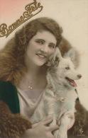 FEMMES - FRAU - LADY  - CHIEN - DOG - Jolie Carte Fantaisie Femme Avec CHIEN - Chiens