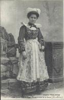 29 - Jeune Fille De Pont-Aven Sortant De La Messe - Finistère - Pont Aven