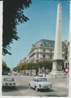 Saône Et Loire :  CHALON  Sur  SAONE  La  Place D E L ' Obélisque  (  Voiture ) - Chalon Sur Saone