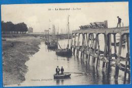 (ma) CPA - SOMME - LE HOURDEL - LE PORT A MAREE BASSE - Barque Animée Et Wagonnets De Chargement Sur La Jetée En Bois, - Le Hourdel