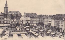 13 / CAMBRAI / LA PLACE D ARMES / UN JOUR DE MARCHE - Cambrai