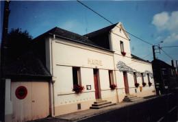 80.   FIENVILLERS.  CARTE PHOTO.  LA MAIRIE.  TRES GROS PLAN.   EXEMPLAIRE UNIQUE. - Other Municipalities