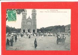 SAIGON  Cpa Animée Sortie De Messe Place De La Cathédrale        10 Coll Poujade - Viêt-Nam
