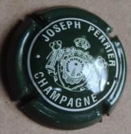 Capsule De Champagne - Joseph Perrier   - N°58 - Vert Foncé Et Blanc    . - Champagne