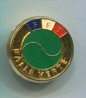 565 - INSIGNE FFT FEDERATION FRANCAISE DE TENNIS BALLE VERTE 25 MM - Apparel, Souvenirs & Other
