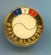 564 - INSIGNE FFT FEDERATION FRANCAISE DE TENNIS BALLE BLANCHE 25 MM - Apparel, Souvenirs & Other
