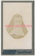 Vers 1900-CDV Identifiée Religieuse Nommée Lucie LARCELET-en L'état, à Sauver De L'oubli...photo Guarnero à Nice - Anciennes (Av. 1900)