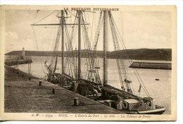 BINIC (22) - Entrée Du Port - Le Môle - Trois Mats à Quai - Binic