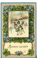 Bonne Année - Carte Gaufrée - Enfants Faisant Du Patin à Glace Dans Cadre De Trèfle à 4 Feuilles - Nouvel An