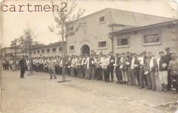 CARTE PHOTO : CAMP DE PRISONNIERS MILITAIRES CACHET DE GUERRE GEPRÜFT GANFENGENLAGER KÖNIGSBRÜCK - Weltkrieg 1914-18