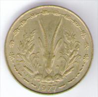ETATS DE L'AFRIQUE DE L'OVEST 5 FRANCS 1977 - Monete