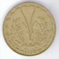 ETATS DE L´AFRIQUE DE L´OVEST 10 FRANCS 1979 - Monete