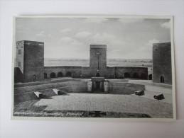 AK / Fotokarte Reichsehrenmal Tannenberg, Ehrenhof Hohenstein Ostpreußen 1940 Ungelaufen Verlag E. Grüneberger - Ostpreussen