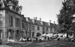 CPSM   -  CHATEAU  DE  CHAUMONTEL   (95)   Hotel - Restaurant  -  Tél. 30 à Luzarches - France