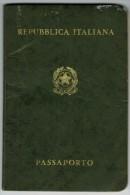 Italy 1976 Passport Reisepass Passeport Pasaporte #A737077 - Historical Documents