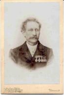 TURNHOUT-CABINETFOTO-B.LEFLOT-HELSEN-ONBEKEND PERSOON-MEDAILLES-PF.VANDENBROUCK-1907-FOTO OP HARD KARTON-MOOI ! ! ! - Turnhout