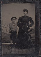 VIEILLE PHOTO SUR CUIVRE DAGUERREOTYPE ? - FEMME AVEC ENFANT - DAGUERRE - (on Copper) - 9 X 6cm - Antiche (ante 1900)