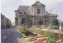 Ph-CPM La Rochelle (Charente Maritime) La Cathédrale - La Rochelle