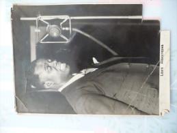 """Dédicace Effacée Partiellement Trompétiste Louis Amstrong"""" Best Wihes From Louis Amstrong 13/1/35 Sur Photo 11.5 X16. - Autographes"""