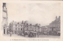 79-    THOUARS  Place Saint Médard  Marché Du Dimanche - Thouars