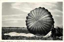 Themes Div-ref H320- Aviation - Carte Photo Non Située - Parachutisme -dos Non Séparé - Carte Bon Etat - - Paracadutismo