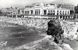 Biarritz La Grande Plage Et Le Casino 1957 - Châteaux D'eau & éoliennes