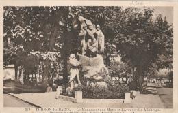Thonon Les Bains - Le Monument Aux Morts Et L´Avenue Des Allobroges - Monuments Aux Morts