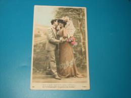 Cpa Fantaisie Couple  Dans Un Baiser Rayonne Et S´obscurcit Le Jour . - Couples